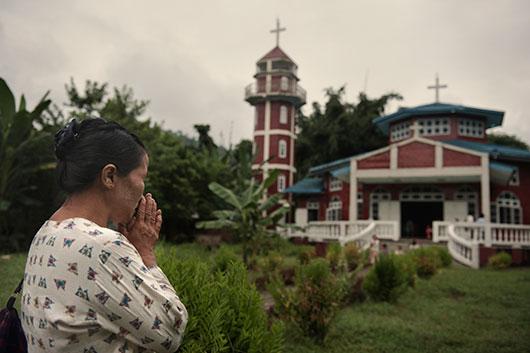 MYANMAR_-_kachin_cristiani