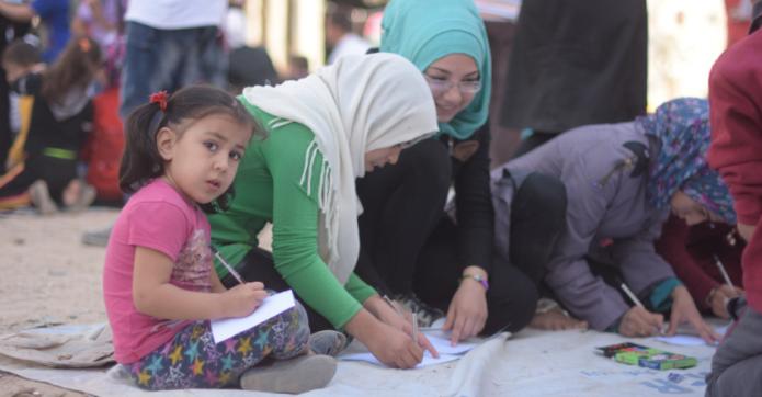 Niños pintando en Alepo.